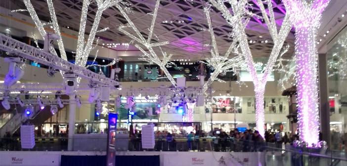 Weihnachtsbeleuchtung im Shoppingcenter