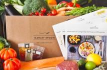 Kochbox mit Gemüse, Fleisch, Fisch und Rezeptkarten © Marley Spoon