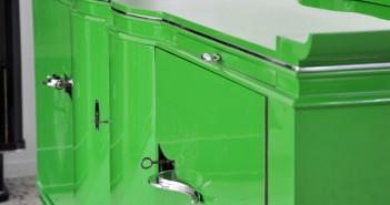 Antikes Sideboard in stahlendem grün ©OAM
