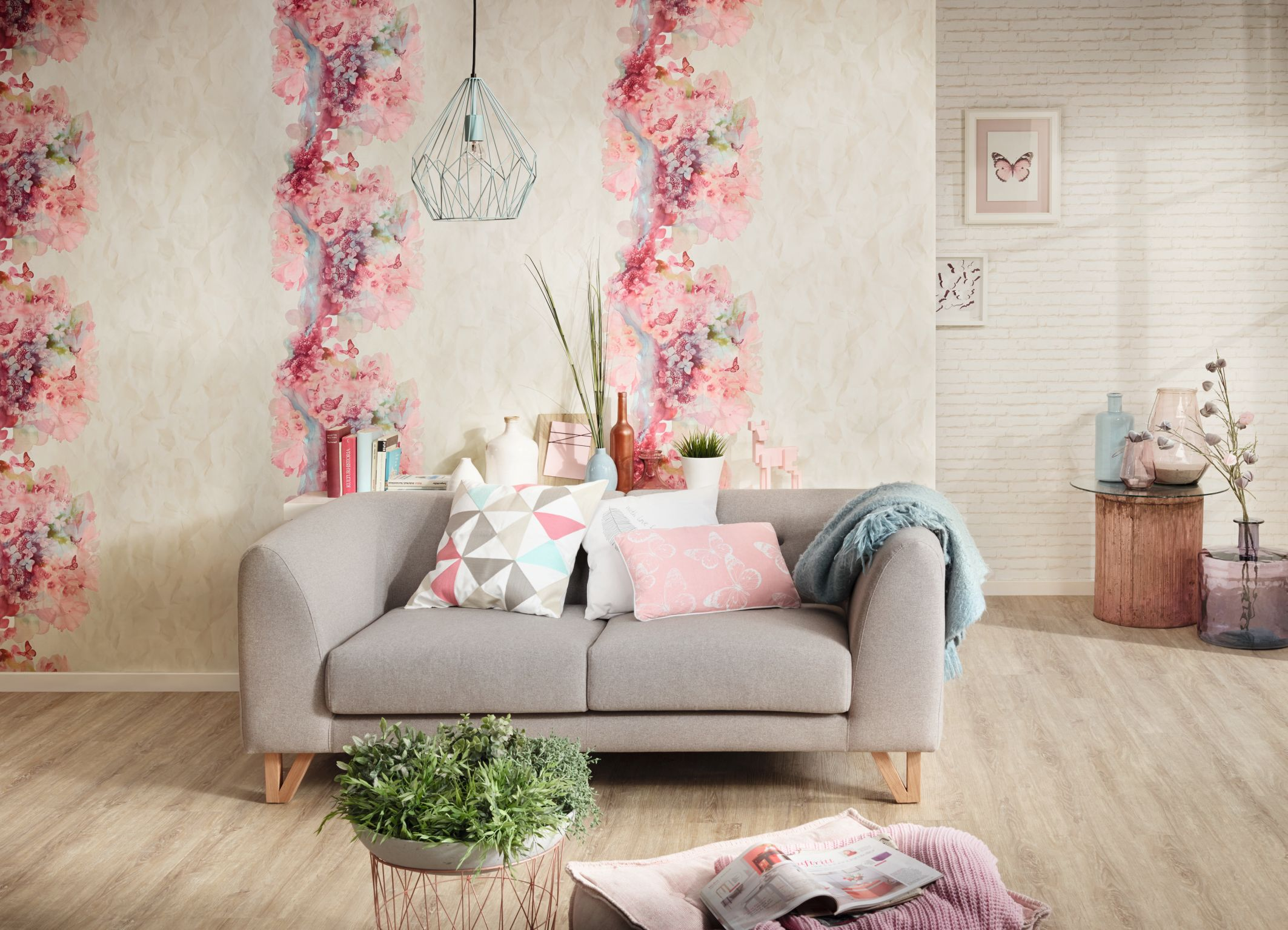Tapete mit rosa Blumenmuster