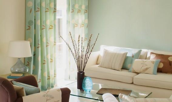 sommerliche brise farbenfrohe dekoration f r frischen. Black Bedroom Furniture Sets. Home Design Ideas