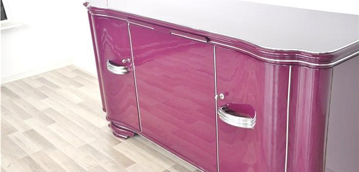 Antikes Sideboard in kräftigem pink ©OAM