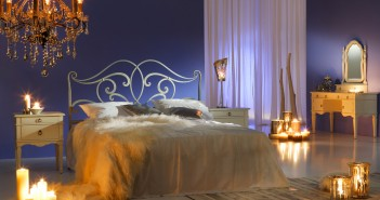 Verführerisches Schlafzimmer mit Kerzenlicht © nastazia - Fotolia.com