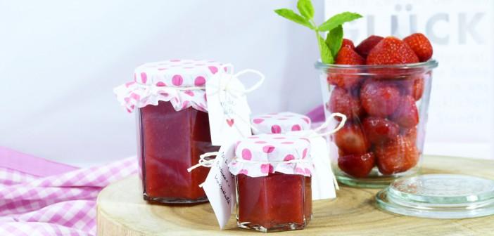 Aus frischen Früchten: Erdbeermarmelade