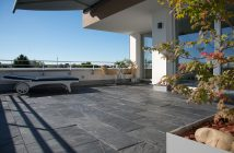 Dachterrasse-mit-Schieferplatten-Black-Rustic