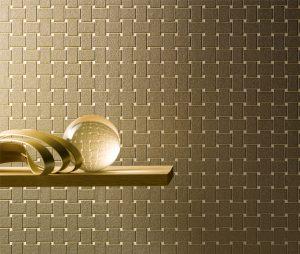 Goldene Tapete mit geometrischem Muster
