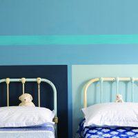 Kinderzimmer mit blau gestalteten Wänden